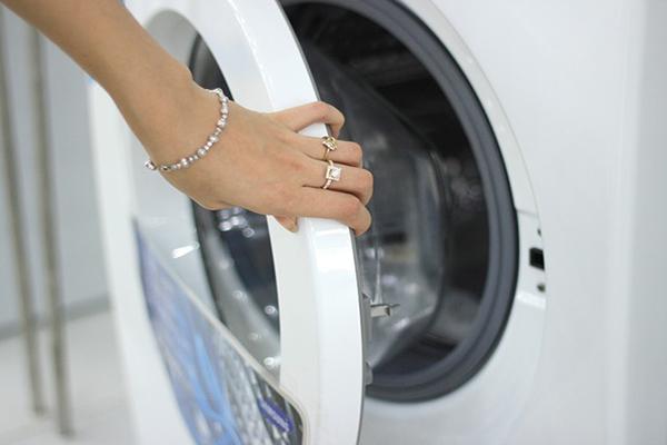 Máy giặt không mở được cửa – Nguyên nhân và cách khắc phục